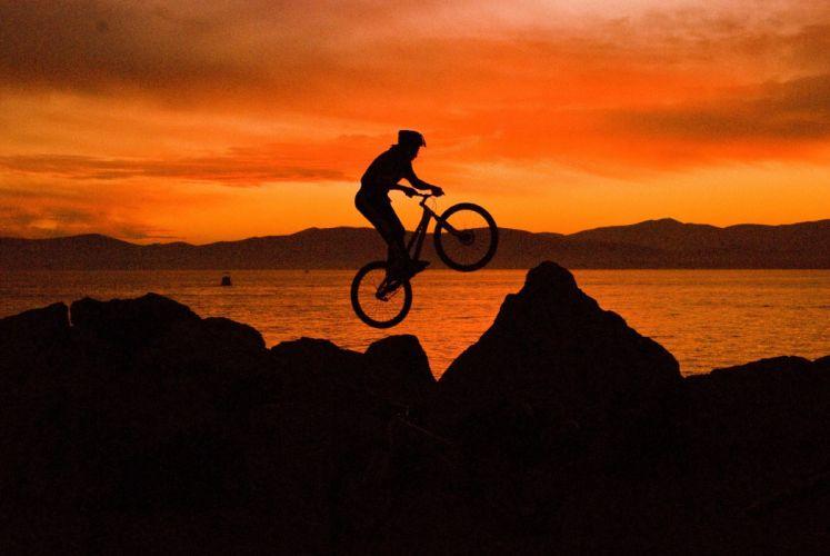 Bike freestyle at sunset wallpaper