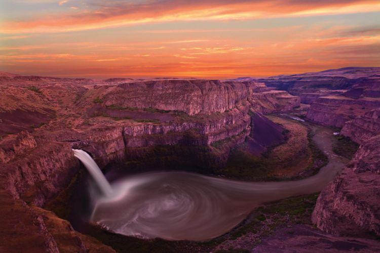 Waterfall between rocks wallpaper