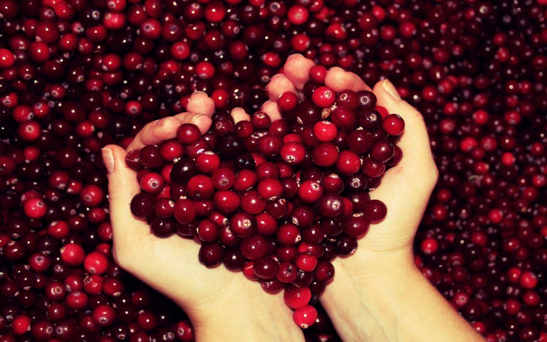 Cranberry heart wallpaper