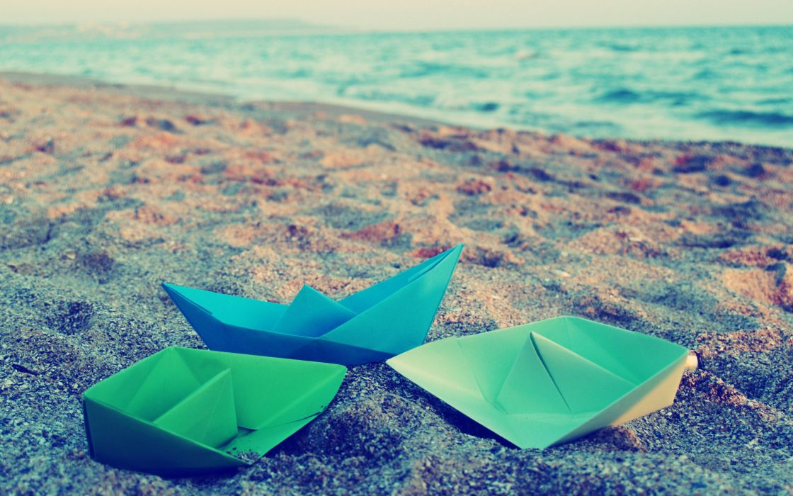 Origami boats on the beach wallpaper