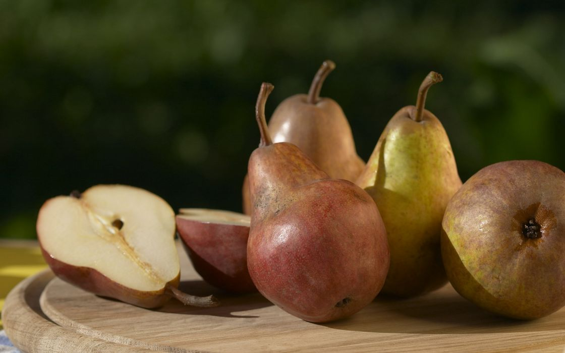 Pears on the table wallpaper