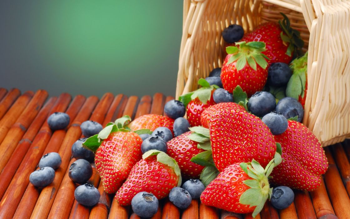 Strawberries and blueberries wallpaper