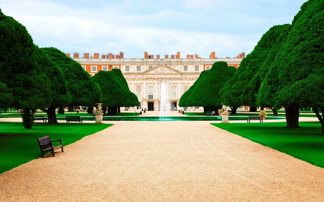 Hampton court palace wallpaper