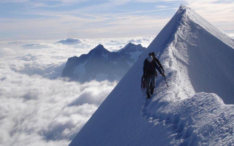 Extreme mountain climbing wallpaper