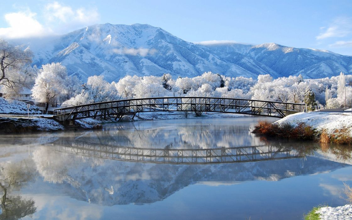 Beautiful winter bridge wallpaper