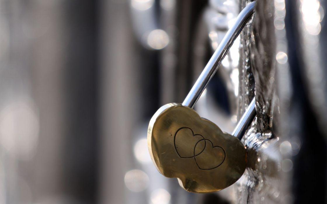 Heart lock wallpaper