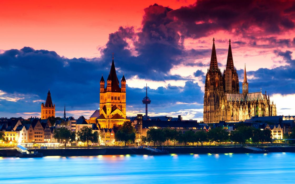Cologne Cathedral at dusk wallpaper