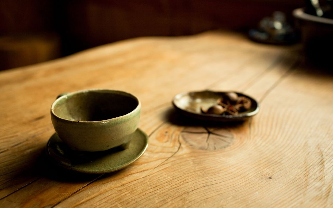Cup on wooden table wallpaper