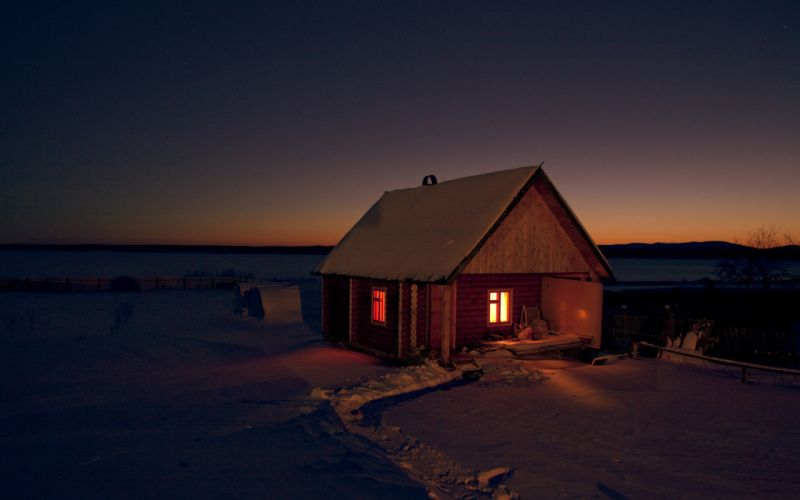 Chalet by night wallpaper