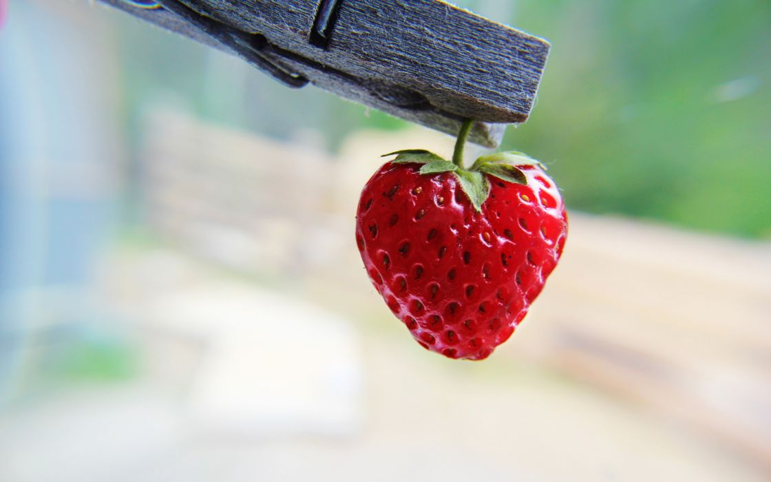 Strawberry heart-shaped wallpaper