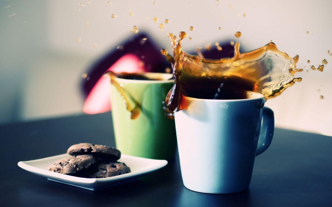 Two cups of tea splash wallpaper