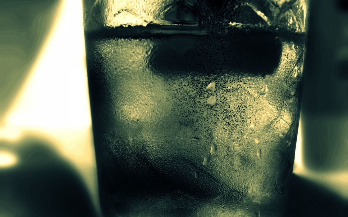 Water with cubed ice wallpaper