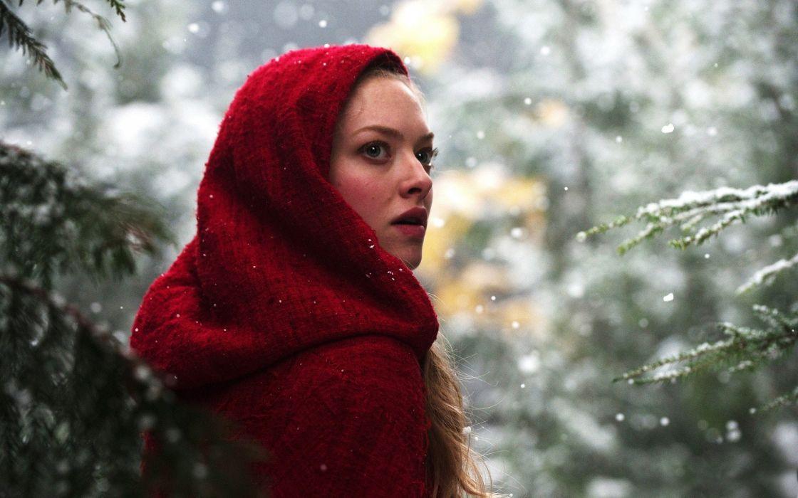 Amanda Seyfried in Red Riding Hood wallpaper
