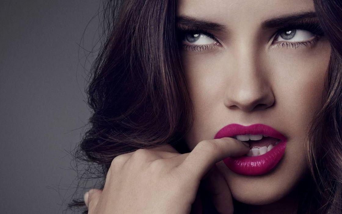 Adriana Lima purple lips wallpaper