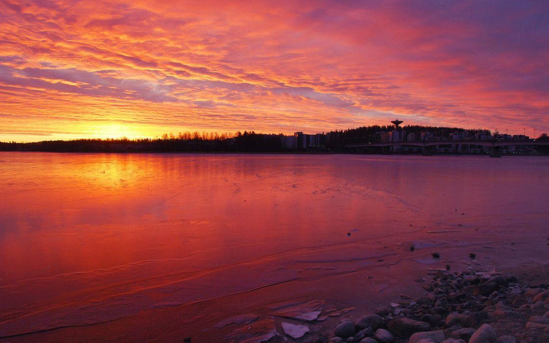 Romantic sunset at seashore wallpaper