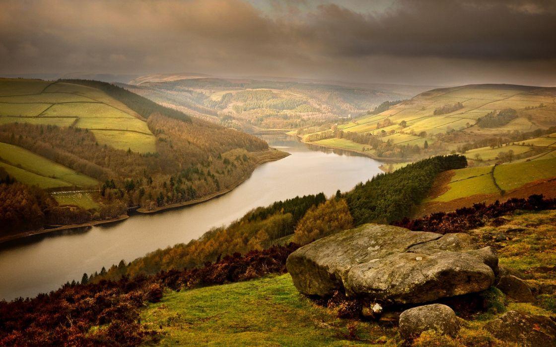 River between the hills wallpaper
