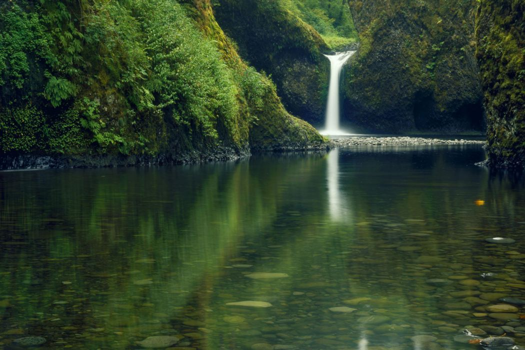 The punchbowl waterfalls - Eagle Creek Mount Hood National Forest - Columbia wallpaper