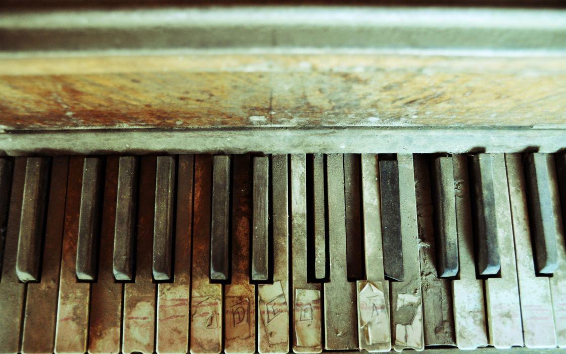 Abandoned piano wallpaper