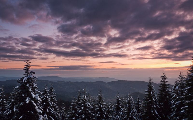Gorgeous sunset in the mountains wallpaper