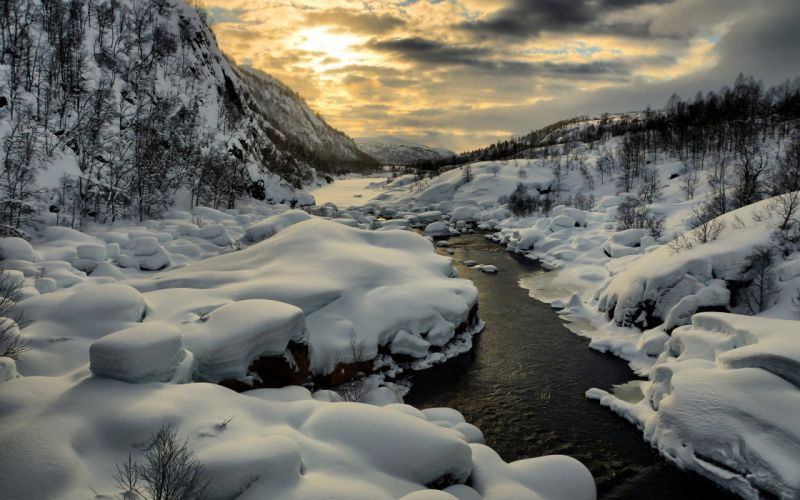 River into the snow wallpaper