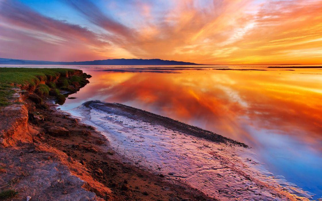Seashore at dusk wallpaper