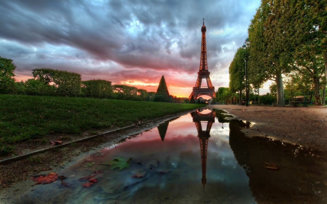 Reflections on the Eiffel Tower wallpaper