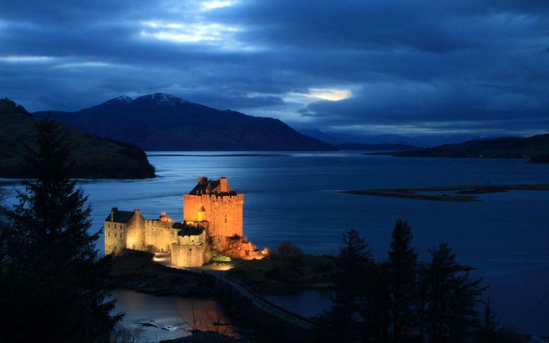 Bright castle by the sea wallpaper