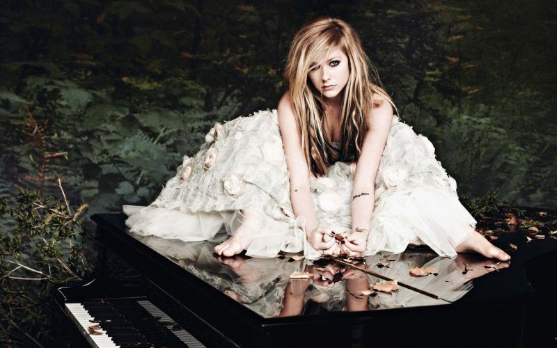 Avril Lavigne - Goodbye Lullaby wallpaper