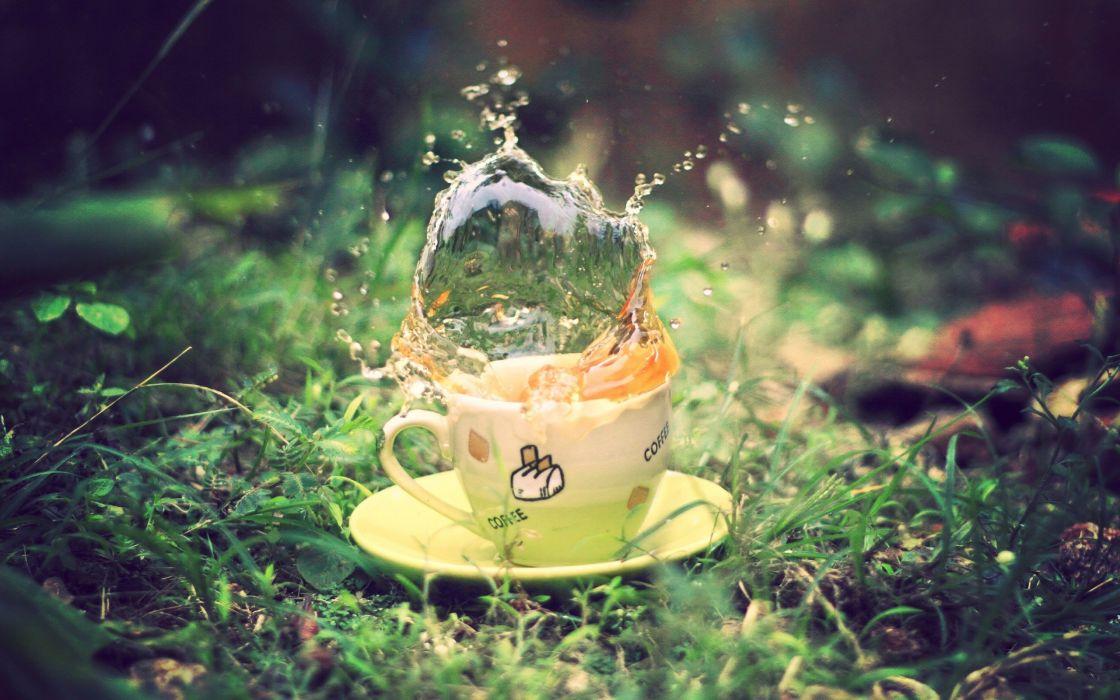 Tea splash wallpaper
