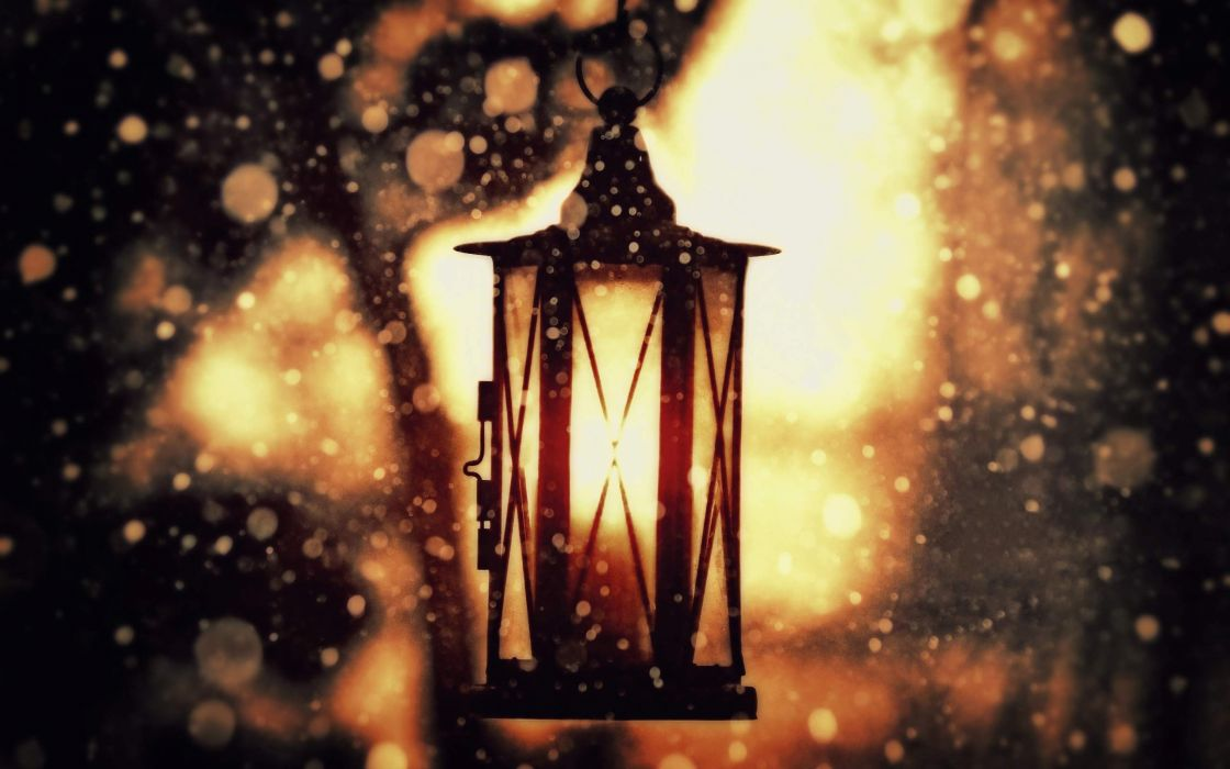 Classic lantern wallpaper