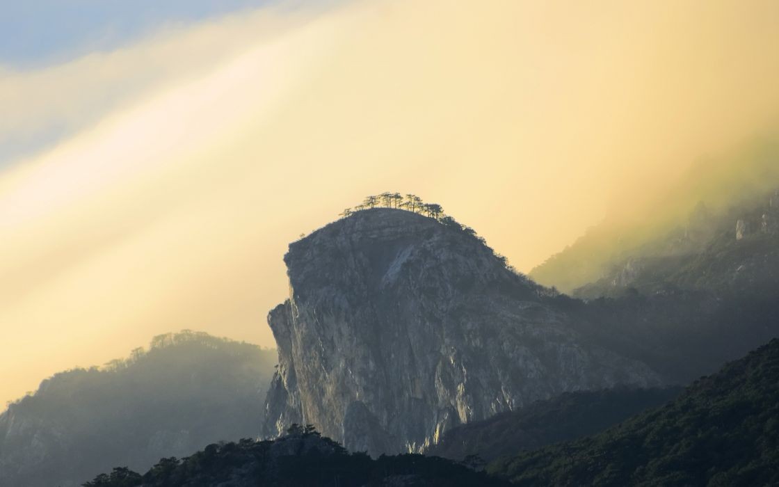 Giant mountain scenary wallpaper