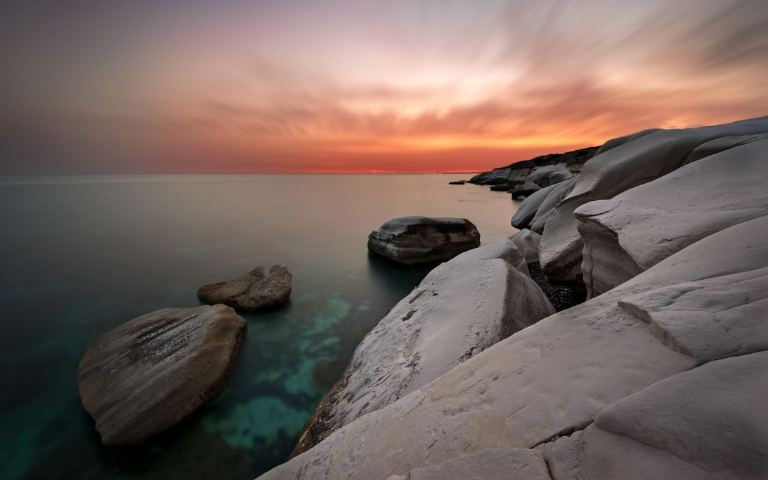 Beach of white rocks wallpaper