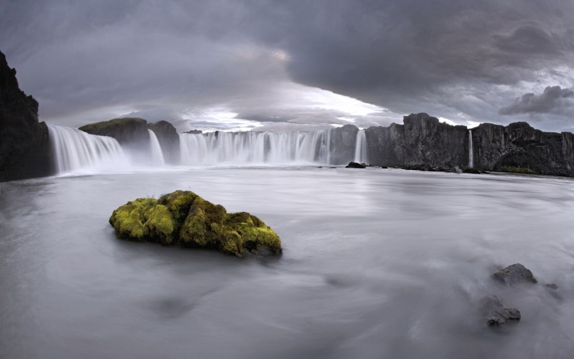 Waterfalls in iceland wallpaper