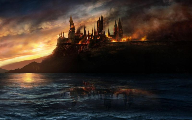 Harry Potter and the Deathly Hallows - Hogwarts Castle wallpaper