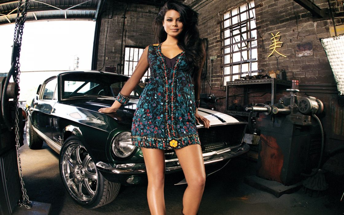 Nathalie Kelly with Ford Mustang wallpaper