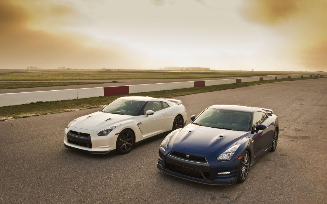 Two Nissan GTR 2012 wallpaper