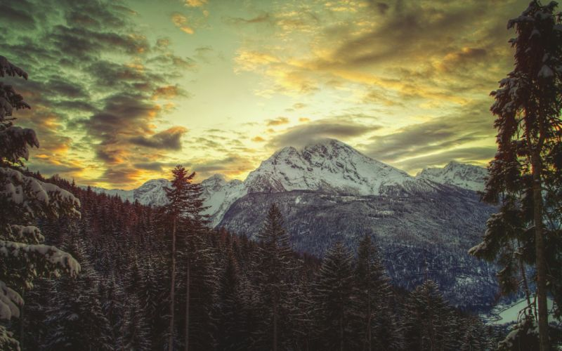 A Mountain that touches sky wallpaper