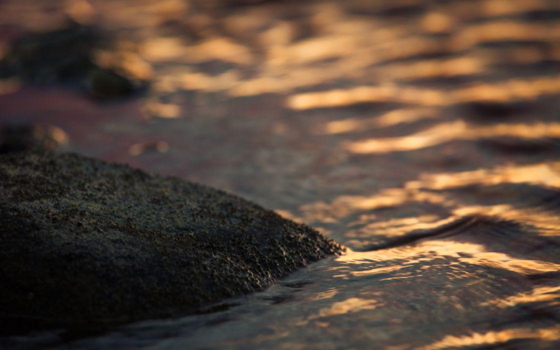 Rock In The Water wallpaper