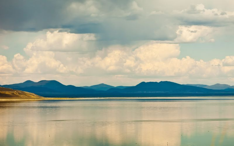 Quiet lake wallpaper