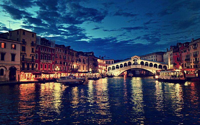Rialto bridge at night - Venice - Italy wallpaper