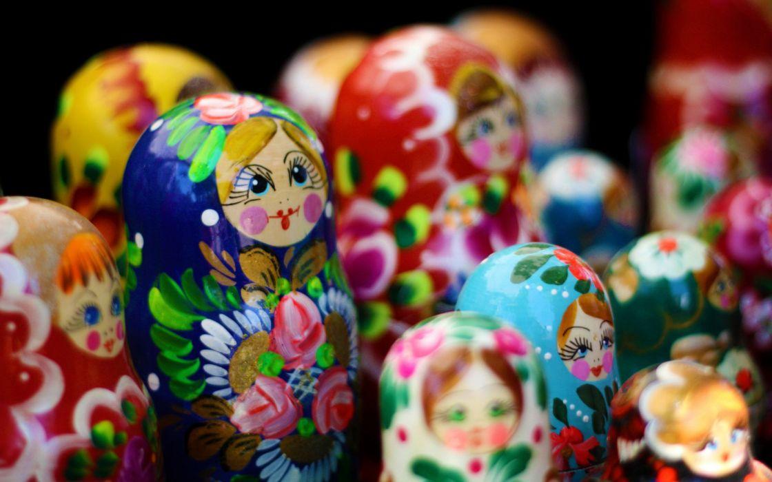 Russian dolls wallpaper