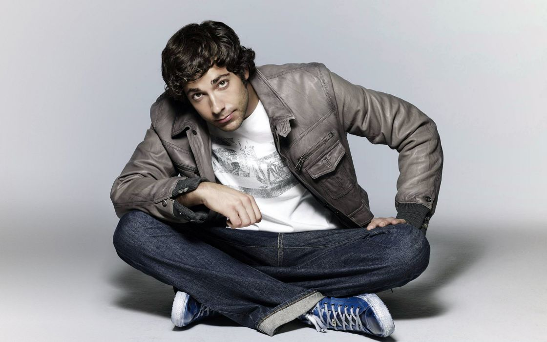 Zachary Levi looking up wallpaper