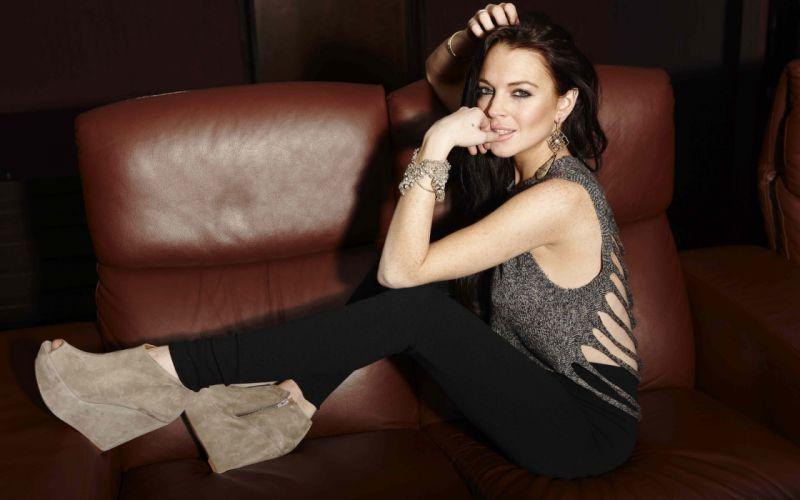 Lindsay Lohan smile wallpaper