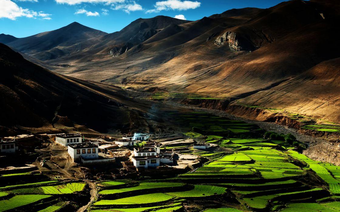 Between mountains landscape wallpaper