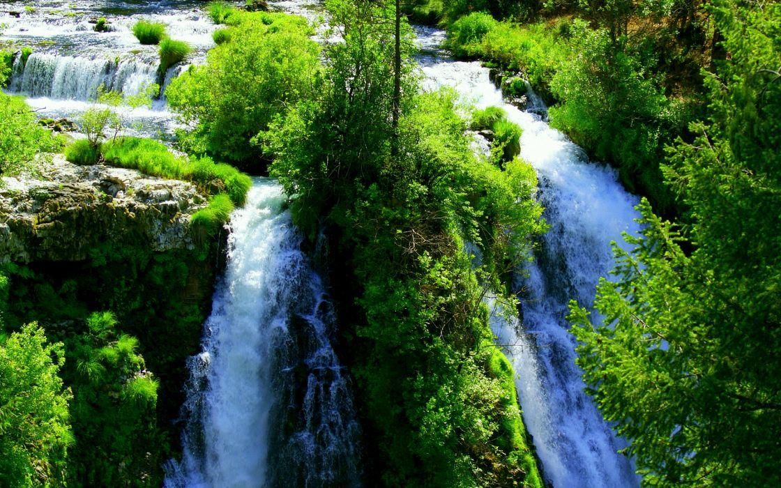 Green Mountain Waterfall wallpaper