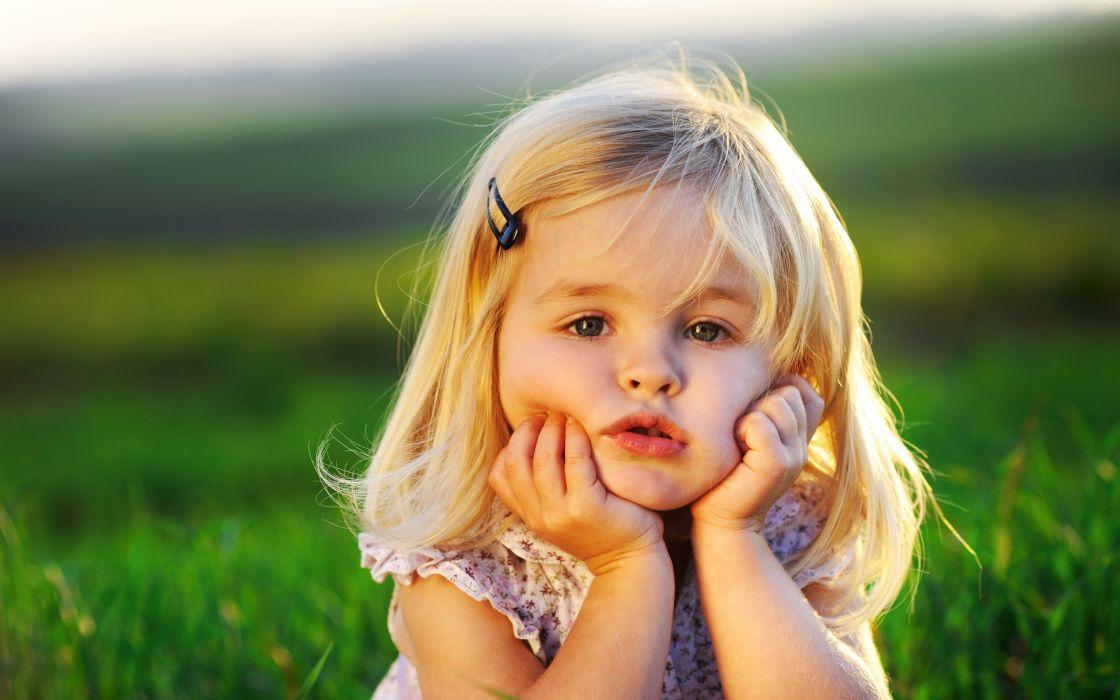 Cute little baby girl wallpaper