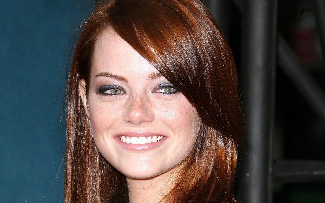Emma stone smile wallpaper