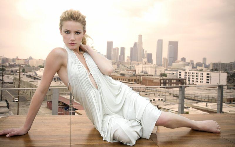 Amber heard white dress wallpaper