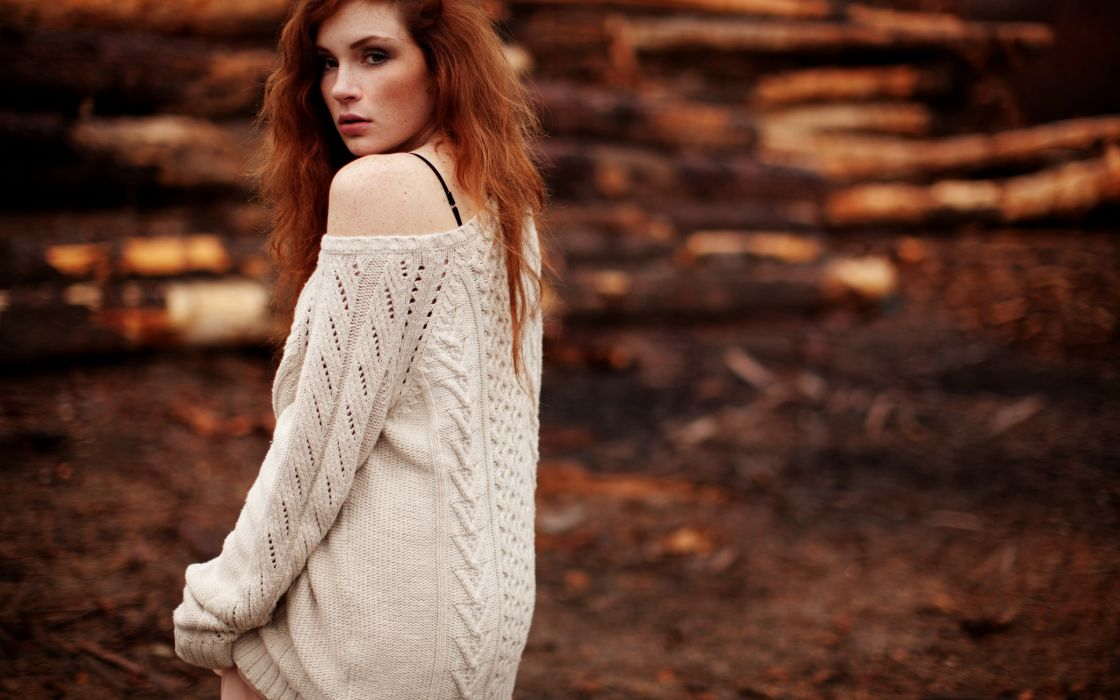 Beautiful redhead model wallpaper