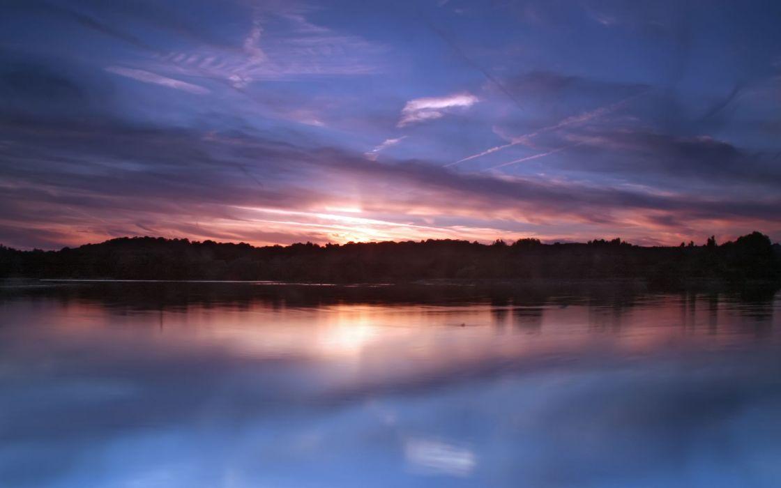 Still lake at dusk wallpaper